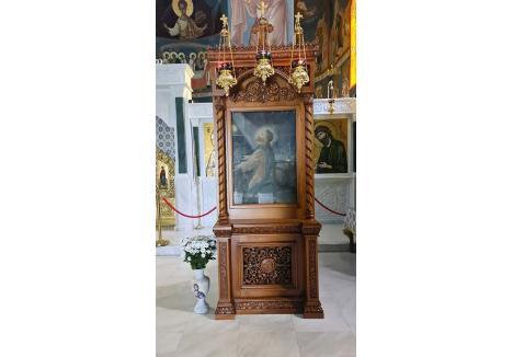 """ICOANA LUI ZION. Una dintre primele icoane pictate de Arsenie Boca se află expusă în Catedrala Munţilor Codru Moma din Mănăstirea Izbuc, fiind o donaţie din partea nepoatei călugărului. """"Mântuitorul Iisus Hristos în grădina Ghetsimani"""" a fost realizată de călugăr la 19 ani şi e cu totul diferită, ca stil, de icoanele pictate ulterior. """"Sunt oameni care o ating şi spun că simt o căldură, o energie"""", zice stareţul Mănăstirii Izbuc"""