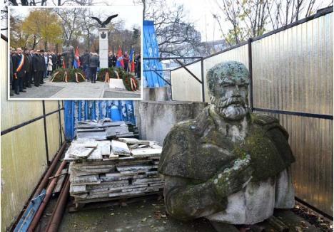 GOJDU VS. BRĂTIANU. Din primăvara anului 2015, statuia avocatului Emanuil Gojdu zace în Ştrandul Ioşia, ascunsă de ochii lumii într-o cuşcă (dreapta). O ipostază jenantă, în totală contradicţie cu fastul ceremoniei (stânga) în cadrul căreia, luna trecută, a fost dezvelită statuia omului de stat Ion I. C. Brătianu, fost prim-ministru, preşedinte al Partidului Naţional Liberal şi conducătorul delegaţiei române la Conferinţa de Pace de la Versailles din 1919