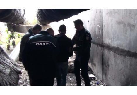 Traian Căldărar (centru) a fost condus, la rândul lui, la reconstituire. În fotografie, momentul în care a descris omorul