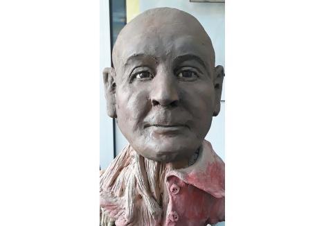 Portretul sculptural, din lut, al victimei a fost realizat de expertul criminalist Aurelian Bădulescu de la Institutul Naţional de Criminalistică, specializat pe reconstrucţii faciale tridimensionale