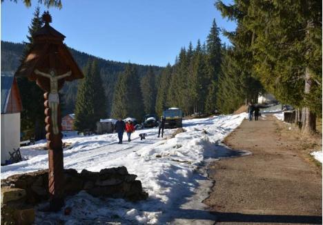 DRUM DE MUNTE. Drumul de 56 kilometri care va trece prin Stâna de Vale şi Remeţi, legând Beiuşul de judeţul Cluj, ar urma să contribuie la dezvoltarea turismului în Apuseni, execuţia lui fiind programată să se finalizeze până în anul 2023