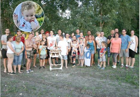 MISIUNE ÎNDEPLINITĂ. În 12 iulie, câțiva voluntari ai Asociației pentru micuțul Noel s-au strâns în locuința familiei Olyus pentru a sărbători primul an de viață al bebelușului. Erau fericiți ştiind că mai aveau nevoie doar de câteva sute de dolari, ceea ce au reuşit să strângă după doar 5 zile...