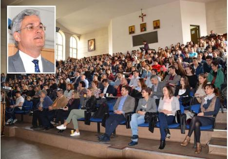 DE CE ANTREPRENOR? Fost ministru al Muncii în Guvernul Cioloş, Dragoş Pîslaru (foto) a prezentat la Oradea un proiect prin care se vor finanţa afaceri noi şi în Bihor. Evenimentul a avut loc la Universitate, instituţie parteneră în proiect, cu sala plină de studenţi. A fost o lecţie despre antreprenoriat, Pîslaru explicându-le tinerilor că, dacă vor să contribuie la dezvoltarea României, trebuie să se implice inclusiv prin dezvoltarea unor afaceri de succes