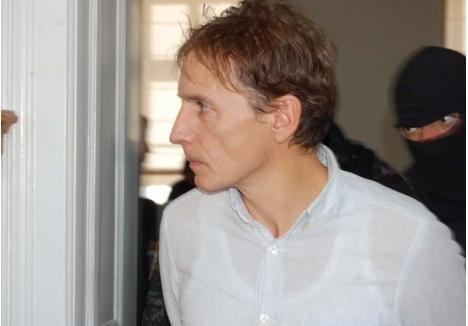 """I'LL BE BACK. Dan Stamatiu (foto) a fost predat autorităţior maghiare pe 5 septembrie, urmând să fie judecat pentru omor şi tentativă de omor. După pronunţarea verdictului, îşi va ispăşi pedeapsa în România. E de aşteptat, deci, să ia de la capăt """"războiul"""" cu sistemul penitenciar"""