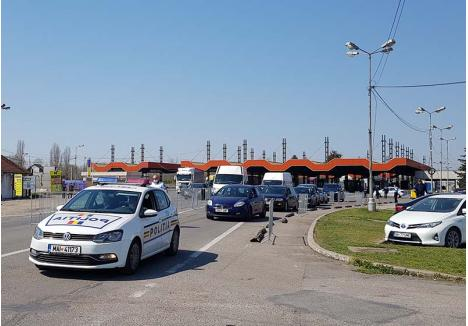 """RAPID. Poliţia şi Jandarmeria escortează zilnic cel puţin 20 de convoaie din vama Borş spre centrele de carantină sau către alte judeţe, aşa încât """"repatriaţii"""" să stea cât mai puţin în contact unii cu alţii şi cu personalul de ordine"""