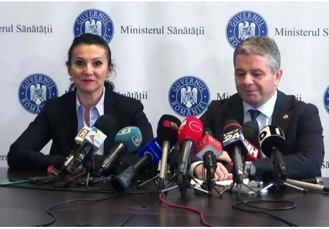"""DIAGNOSTIC DUR. Deşi nu se poate lăuda cu cariera universitară a lui Bodog, succesoarea sa, Sorina Pintea (foto stânga), a afirmat răspicat că Ministerul Sănătăţii """"nu corespunde nevoilor pacienţilor"""" şi că """"trebuie să se reformeze din temelii"""". """"Abia după ce se va restructura Ministerul vom putea restructura şi restul lucrurilor. Multe dintre problemele de astăzi sunt generate de indolenţă, de lene, de nesimţire"""", a afirmat noul ministru, adăugând o mulţime de lucruri despre care Bodog nici măcar n-a vorbit vreodată, de la obligativitatea vaccinării şi creşterea autonomiei locale în deciziile privind spitalele până la deblocarea posturilor din spitale şi transparentizarea sistemului de transplant"""