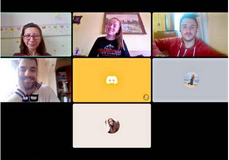 """SEMINARUL VIRTUAL. Printre universitarii care ţin cu regularitate lecţiile în online se numără lectorul Cristina Puşcaş. În fiecare miercuri, de când s-a suspendat activitatea în Universitate, se întâlneşte cu studenţii din anul III de la Comunicare şi Relaţii Publice pe platforma electronică Discord, pentru seminarul """"Drepturile omului""""."""