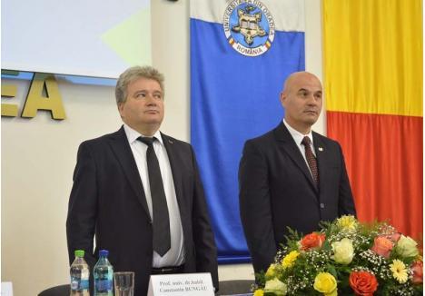 UNUL CALM, ALTUL SCEPTIC. Cei doi lideri ai Universităţii văd diferit viitorul instituţiei. În timp ce preşedintele Senatului, Sorin Curilă (dreapta) se declară îngrijorat de lipsa fondurilor, rectorul Constantin Bungău (stânga) pare relaxat, convins că Ministerul Educaţiei va trimite la Oradea mai mulţi bani