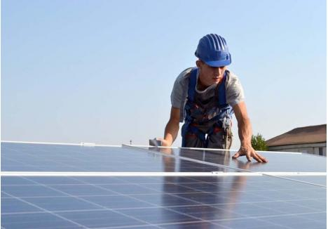 ENERGIE DE LA SOARE. Folosite în toată lumea, tocmai pentru că sunt eficiente şi nepoluante, panourile fotovoltaice mai au un avantaj: odată montate, asigură energie electrică fără niciun cost