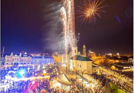 FOCURI DIN CER. Vedetele nopţii dintre ani vor fi şi de această dată artificiile, care vor colora cerul Oradiei în primele minute ale anului 2020 (foto: Visit Oradea)