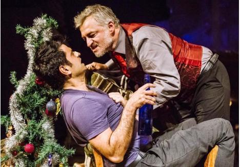 """ROL DE UNITER. În cadrul FITO, orădenii vor putea vedea spectacolul """"Navigatorul"""" al Teatrului Naţional Târgu Mureş, în care actorul orădean Richard Balint interpretează rolul Diavolului (Mr. Lockhart), pentru care, săptămâna trecută, a fost distins cu premiul UNITER"""