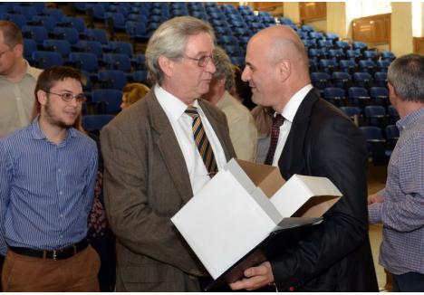 Apropiat al fostului preşedinte Sorin Curilă, ex-preşedintele Comisiei de Etică a Universităţii, Cornel Nicu Sabău (foto stânga) ia în calcul să candideze la conducerea forului