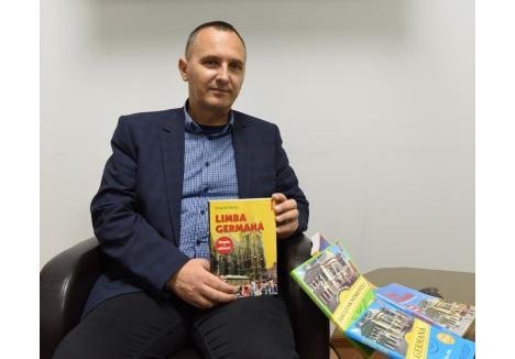 STOC ÎNNOIT. În fiecare toamnă, după ce încep cursurile şcolilor şi facultăţilor, cartea lui Orlando Balaş (foto) dispare din librării, fiind recomandată de profesorii de germană din toată ţara. Cea mai nouă ediţie, a 16-a, a ajuns de curând pe rafturi
