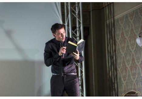 """Actorul Teatrului Regina Maria, Răzvan Vicoveanu, în spectacolul """"Creștinii"""". Pentru rolul secundar în acest spectacol el a fost nominalizat la premiile UNITER.  (Sursa foto: Facebook - Teatrul Regina Maria)"""