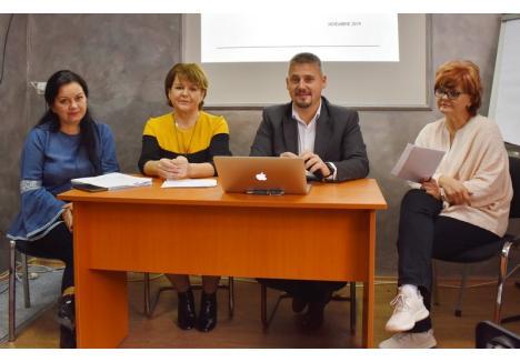 Proiectul a fost prezentat de reprezentanţii AJOFM şi DGASPC Bihor: Viorica Bretan, Szanto Ildiko, Bekesi Csaba şi Daciana Nica (de la stânga la dreapta)