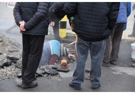 Luni, o altă avarie apărută tot la vanele de racord ale PT 218, a lăsat fără apă caldă şi căldură locuitorii mai multor străzi din Oradea