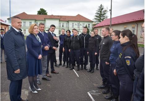 """Carmen Dan la Școala de Pregătire a Agenților Poliției de Frontieră """"Avram Iancu"""",  sursa foto: Prefectura Bihor"""