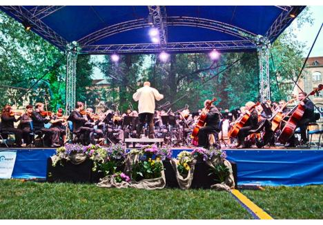 """În noua stagiune Filarmonica va organiza o nouă ediție a concertului """"Visul unei nopți de vară"""" care a avut loc în acest an în 21 iunie pe malul Crișului Repede. (Foto: arhivă)"""