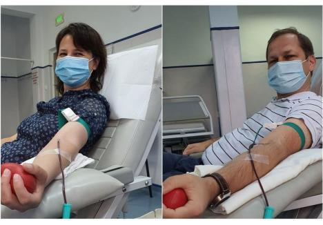 """""""Galeria super-eroilor Covid continuă: Azi, Alina şi Lucian, o pereche pe cinste"""", au scris reprezentanţii Centrului de Transfuzie Sanguină pe Facebook"""