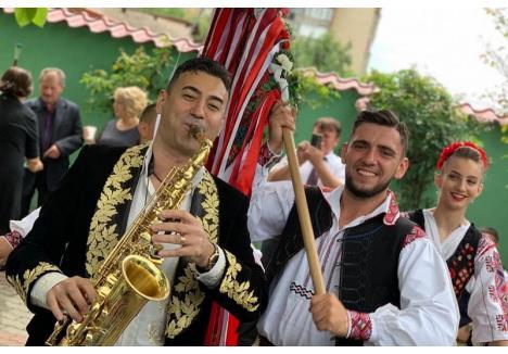 Invitatul special al evenimentului va fi Florin Ionaș (stânga), care va veni însoțit de formația sa. (sursa foto: Facebook - Florin Ionaș)