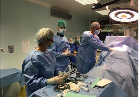 Foto: În timpul intervenţiei, pacienta era trează
