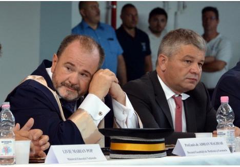 În urmă cu trei ani, decanul FMF Oradea, Adrian Maghiar ( stânga) l-a numit prodecan pe Florian Bodog (dreapta), în ciuda faptului că PSD-istul are şi o funcţie de senator şi, astfel, stă mai mult în Bucureşti decât în Oradea
