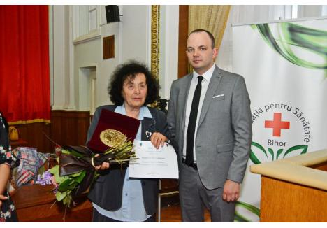 Medicul Marianne Jagamos (în foto alături de Aurel Mohan), activează încă la Ambulatorul Marghita, la respectabila vârstă de 80 de ani