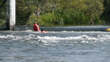 Tată şi fiu salvaţi de la înec, din zona Silvaş (FOTO/VIDEO)