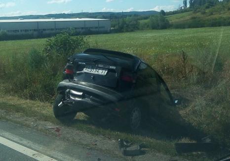 Trei maşini s-au buşit în lanţ pe DN1, în Aştileu: Un Seat a ajuns în şanţ iar şoferul la spital
