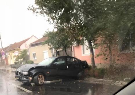 Accident pe Calea Clujului: Un șofer de BMW, fără permis, a buşit o maşină şi a plecat