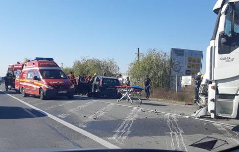 Coliziune în lanţ pe DN 1, la ieşire din Oşorhei: 5 răniţi, printre care şi doi copii, după ce un TIR n-a frânat la timp (FOTO)