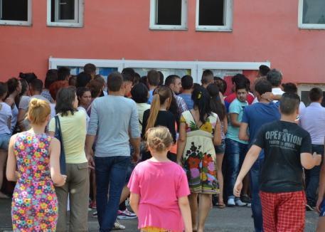 Frauda de la Bacalaureatul din Ştei s-a lăsat cu sancţiuni şi pentru profesori: 9 au fost daţi afară, alţi 18 cu salariile diminuate