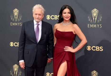 Catherine Zeta-Jones vine în România. O va juca pe Morticia, într-un serial despre 'Familia Addams', filmat integral în țară