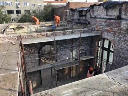 Lucrările la palatul Episcopiei greco catolice avansează în ritm alert. În curând se toarnă planşeul. IMAGINI inedite din interior!