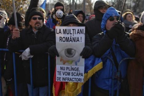 'Ruşine!': Jandarmeria, huiduită la parada de 1 Decembrie din Bucureşti (VIDEO)