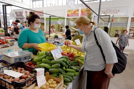 Piaţă... la distanţă: Ca să evite aglomeraţia, tot mai mulţi orădeni comandă acasă legume şi fructe de la producătorii locali