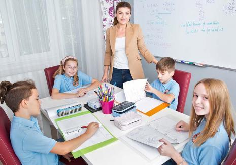 Profa de acasă: Dezamăgită de şcoala românească, o profesoară de top din Bihor a demisionat şi a devenit... freelancer (FOTO)