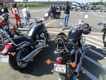Clubul moto White Wolves MC Romania promovează siguranța în trafic la Aushopping Oradea!