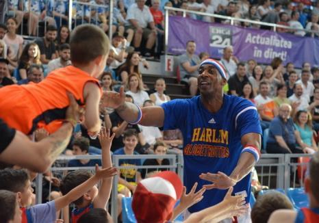 Membrii trupei Harlem Globetrotters au făcut show la Oradea, în faţa a peste 1000 de spectatori (FOTO / VIDEO)