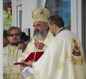 """Patriarhul a îndemnat preoţii să nu-şi """"fure"""" credincioşii, iar pe călugări să nu călătorească, """"având ca biblii Mersul Trenurilor"""" (FOTO)"""