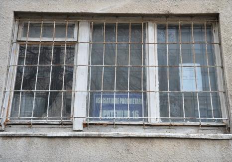 Delapidare la Asociaţia de proprietari Apateului 16: Administratoarea şi casiera sunt acuzate de un 'tun' de peste 600.000 lei