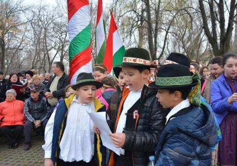 Fuga de română! Adolescenţii maghiari din Bihor învaţă tot mai greu limba română şi preferă să-şi dea Bacalaureatul în... Ungaria