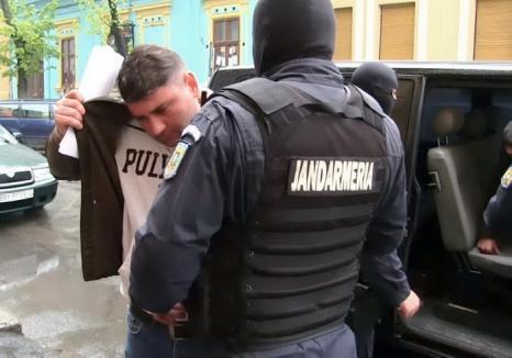 Contrabandiştii de ţigări recunosc pe capete: Un fost maistru militar s-a ales cu 2 ani şi 10 luni de închisoare