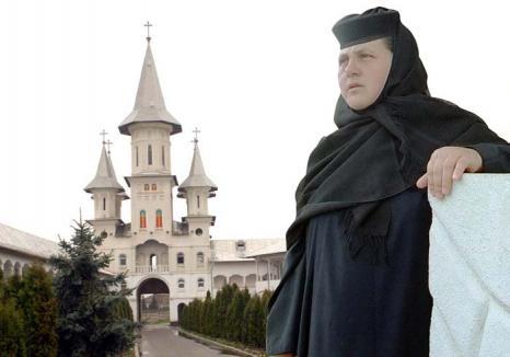 Maica Mina, evazionista: Stareţa Mănăstirii Sfintei Cruci, trimisă în judecată pentru spălare de bani