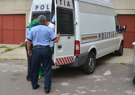 """Trei femei au fost atacate şi tâlhărite în plină stradă, în Oradea: Agresorul """"a vânat"""" lănţişoare de aur"""