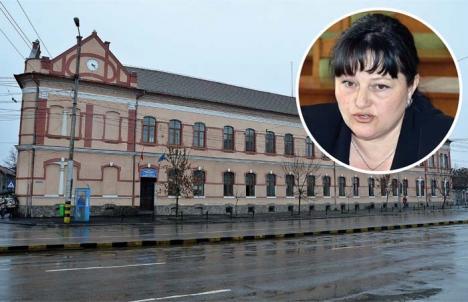 Directoarea Mână Lungă: Fosta directoare de la Colegiul Şaguna a ajuns pe mâna procurorilor, pentru delapidare şi corupţie