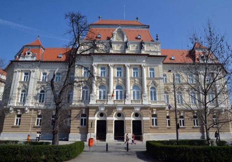 Banii noştri în palatul lor: În Palatul de Justiţie renovat cu zeci de milioane de euro, judecătorii şi-au tras dotări de top, dar au uitat de justiţiabili