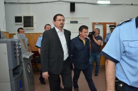 Fostul preot ortodox de la Biserica cu Lună, Ovidiu Pop, a fost condamnat la 9 ani de detenţie pentru fraudă