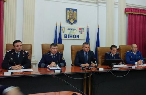 Şedinţă la Prefectură: Şefii din Bihor ai Poliţiei, Poliţiei de Frontieră, Jandarmeriei şi ISU dau sfaturi de sărbători