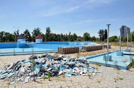 Închis degeaba! Primăria a închis Ştrandul Municipal, deşi Aquaparkul nu are nici măcar proiect